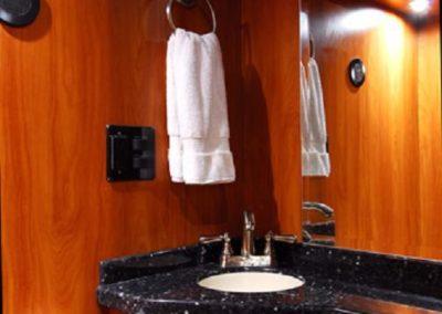 Black+N+Blue+Bathroom