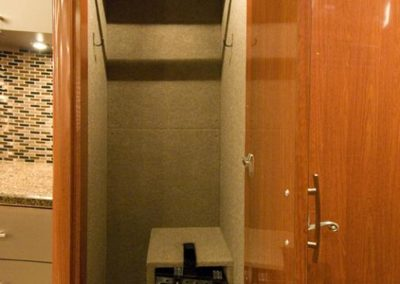 Miss+Behavin+Front+Closet_2_