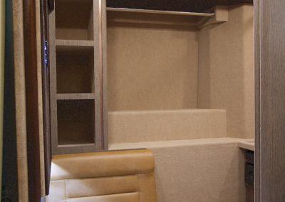 Razorback-Bedroom+Closet+3